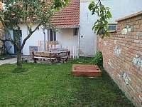 zahrada s pískovištěm - Mikulov
