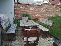 zahrada s posezením - pronájem rekreačního domu Mikulov