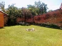 dvorek, bylinkový záhonek