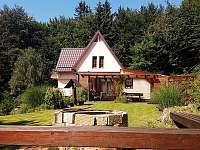okolí chaty - východní pohled - Vápenice - Mikulčin Vrch