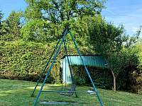 Houpačka pro deti - chata k pronájmu Tvarožná Lhota - Lučina