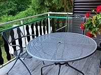 Posezení balkón - chata ubytování Tvarožná Lhota - Lučina