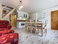 Kuchyně s obývacím pokojem - apartmán ubytování Kurdějov