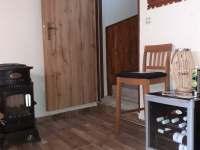 Kuchyň,vstup na chodbu do patra - chata k pronajmutí Prušánky - Nechory