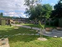 Zahrada u domu - pronájem chalupy Brod nad Dyjí