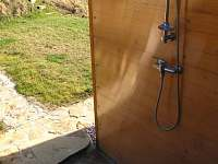 chata-venkovní sprcha