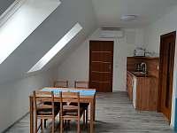 Dům 47 - modrý apartmán - pronájem rekreačního domu Lukov