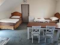Apartmány Hluk - obytný prostor se 2-mi jednolůžky a jídelnou - k pronajmutí