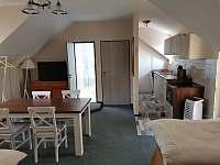 Apartmány Hluk - obytný prostor se 2-mi jednolůžky a jídelnou a kuchyňkou - k pronájmu