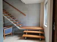 Apartmány Hluk - Vstupní hala a schodiště do podkrovního aaprtmánu -
