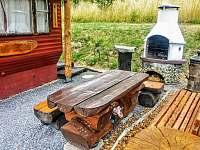 GOLD VALLEY - domeček, srubová pergola, srubové posezení a grilovací krb - chata k pronajmutí Hostěnice