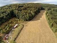 GOLD VALLEY - letecký pohled na celé údolí a krajinné prvky v letním období - pronájem chaty Hostěnice