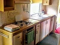 Kuchyně - pronájem chaty Hostěnice
