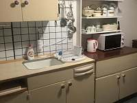 Letní kuchyně ve vedlejší přístavbě - chata k pronájmu Bulhary