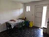 Jídelní stůl - chata k pronajmutí Mutěnice
