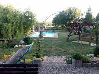 chalupa č.2 zahrada - pronájem Bořetice