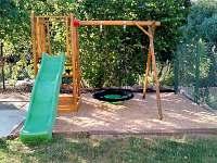 Dětské hřiště na dvorku