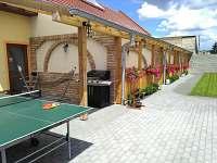 jednotlivé vchody do apartmá přes terasy - ubytování Dolní Dunajovice