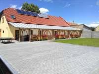 Parkoviště či volný prostor k využití ze dvora - pronájem apartmánu Dolní Dunajovice