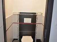 Dolní samostatné WC
