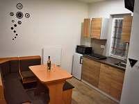 Apartmán Emily - kuchyň s lavicí