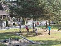 Mini- lanové centrum u dětského hřiště