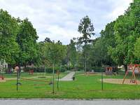 Dětské hřiště hned před domem