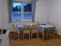 kuchyně modrého apartmánu