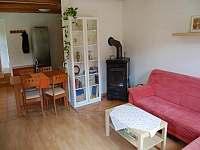 Obývací pokoj - chalupa k pronájmu Ždánice