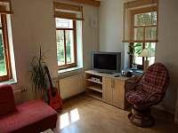 TV v obývacím pokoji - chalupa k pronajmutí Ždánice