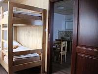 Pohled z pokoje s třemi lůžky v apartmánu č. 2. - Petrovice