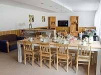 Chalupa Kopanice - společenská místnost + jídelna - k pronajmutí Vyškovec