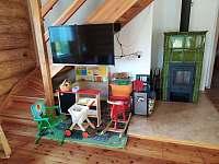 Obývací pokoj s dětským koutem - pronájem srubu Kyjov - Bohuslavice