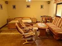 Obývací pokoj s posezením a lůžky