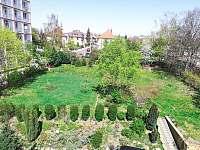 Výhled do zahrady - apartmán k pronájmu Česká Lípa