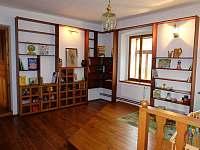 Dětský koutek s knihovnou