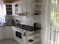 Kuchyň v přízemí - vila ubytování Doksy