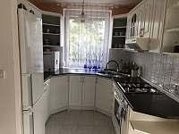 Kuchyň v přízemí - vila k pronajmutí Doksy