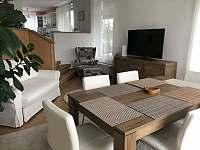 Obývák s jídelním koutem - Doksy