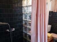 Apartmán přízemí WC,sprcha - k pronájmu Doksy