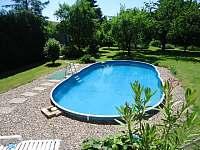 Venkovní bazén - apartmán k pronajmutí Doksy