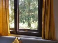 pohled z ložnice - pronájem chaty Bezděz