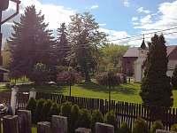 pohled náves - chalupa ubytování Boreč