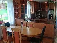 Jídelna- kuchyň - rekreační dům k pronajmutí Doksy