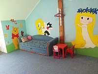 První pokoj, rozkládací pohovka - pronájem rekreačního domu Doksy