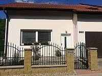 Rodinný dům pohled ze předu - rekreační dům ubytování Doksy