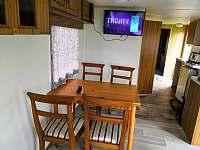 Jídelní stůl - chata k pronájmu Bezděz