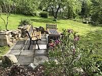 zahradní posezení - pronájem chalupy Pertoltice pod Ralskem