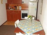 Společná kuchyňka v pravé části