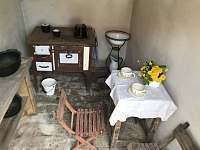 Venkovní kuchyňka pro malé kuchařky - pronájem chalupy Mošnice